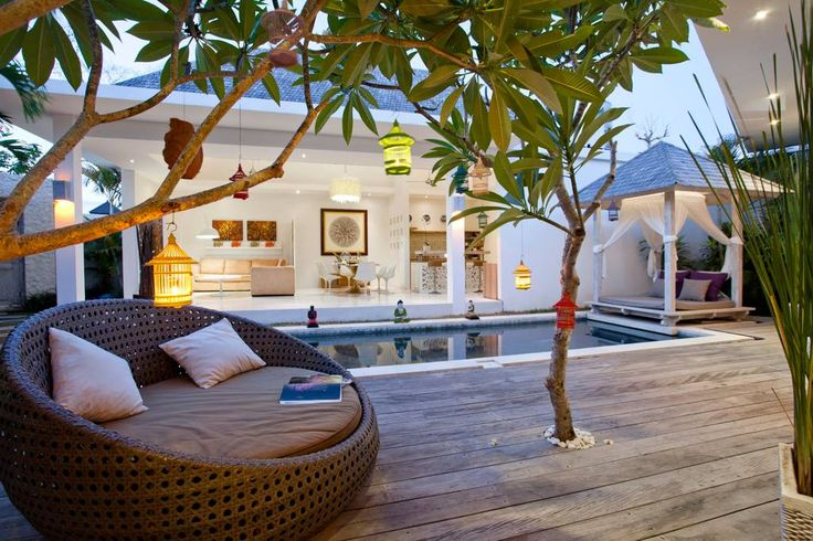 Entire home/flat in Kuta, Indonesia. Luxurious private 3bd villa located in the heart of Seminyak. Private swimming pool 2,6×8m; built in kitchen; wi-fi internet; within walking distance to cafes, restaurants, boutiques, SPA, fitness.