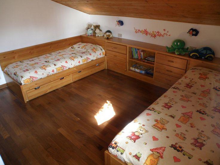 www.mobilificiomaieron.it - 0433775330Camera da letto in abete, costruita interamente dai nostri falegnami su misura e su richiesta del cliente. Camera costruita dalla progettazione fino alla posa dalla nosto staff