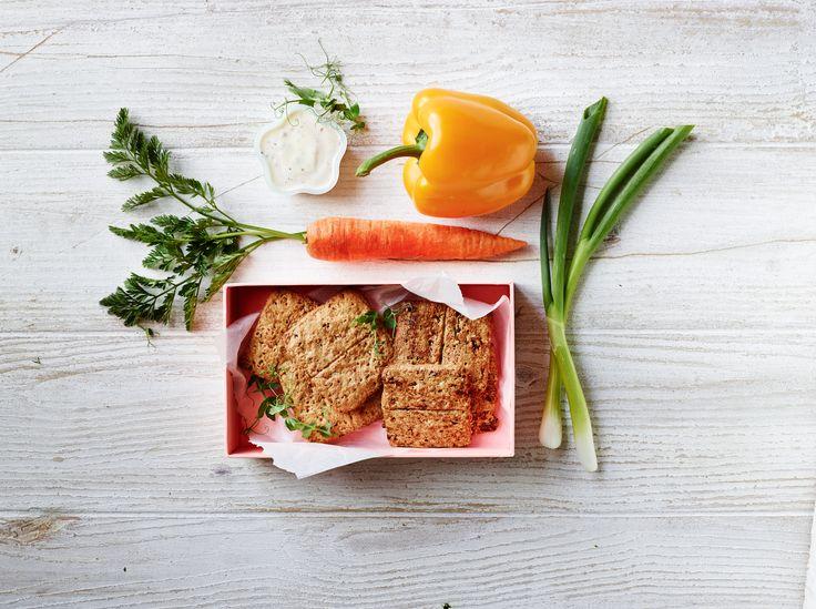 Har dit barn brug for et mellemmåltid til at stille den lille sult? Så prøv vores all-in-one kiks og lidt grønt #karenvolf #kiks #madpakke #inspiration
