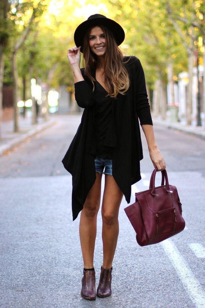 trendy_taste-look-outfit-street_style-AW13-denim_shorts-shorts_vaqueros-vince_camuto-asos-oversize_cardigan-asos-ripped_jeans-vaqueros_rotos-burgundy_handbag-snake_booties-bolso_granate-botines_serpiente-black_hat-sombrero_negro-zara-polaroid-11