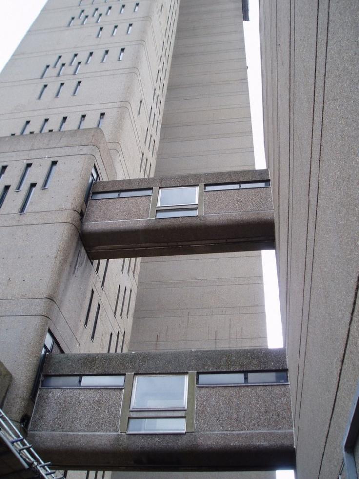 AD Classics: Trellick Tower / Erno Goldfinger http://cimmermann.co.uk/blog/modernist-homes-uk-best/