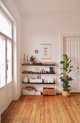 Regalliebe ● Foto: Mitglied MiMaMeise #altbau #wohnzimmer #livingroom #regal #shelf #natural basket