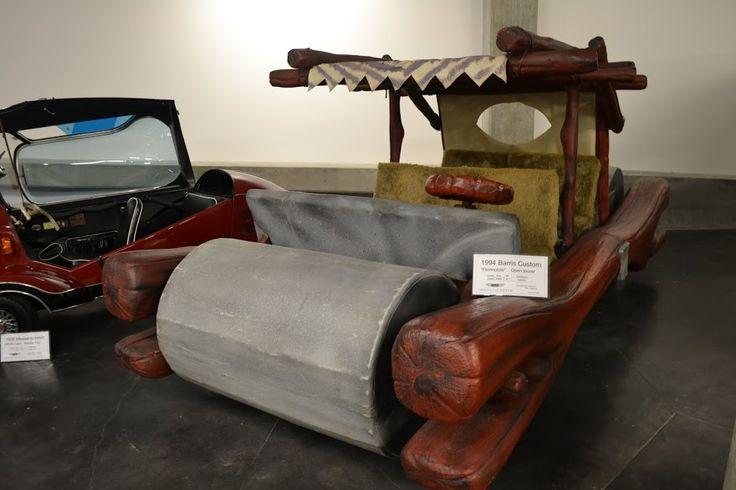 """""""The Flintstones"""" car. LeMay Museum, Tacoma, WA (Автомобиль из фильма """"Флинстоуны"""". Автомобильный музей ЛиМей, Такома, Вашингтон)"""