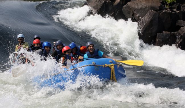 Kundalika River Rafting at Kolad>>Taking a break from the chaotic city life is something we must do often. It is imperative that we get disconnected from the urban world from time to time and appreciate nature. However, taking breaks from work is not always possible. #FlyingFox #Rafting #Kayaking #Kolad #KundalikaRiverRafting