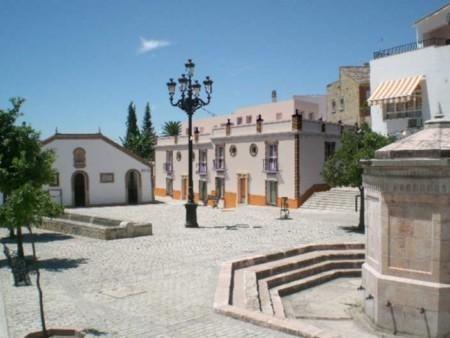 LAVADERO DE PILAS  En el centro histórico de la Villa de Montellano ocupa el frontal de dicho lugar. Era el complemento ideal por estar en dicha plaza el depósito de aguas. Fue construido en 1879, al mismo tiempo que la fuente pública octogonal. Se aprovechó el trabajo del arquitecto sevillano Juan de Talavera para pavimentar la plaza.  http://www.guiamontellano.es/index.php?option=com_gmapfp&view=gmapfp&Itemid=189