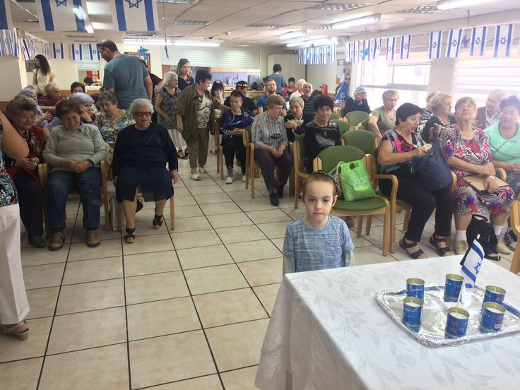 """День памяти жертв Холокоста - Йом ха-Шоа. Игаль Дубинский, директор """"Хабад ба-Алия Хайфа"""", посетил организацию """"Ницолей шоа"""" (пережившие Катастрофу) и выступил перед пострадавшими от Холокоста.   #израиль #хайфа #хабад  #холокост"""