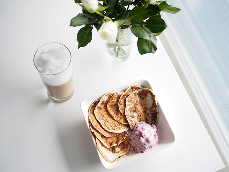 Healthy pancakes and lingonberry icecream