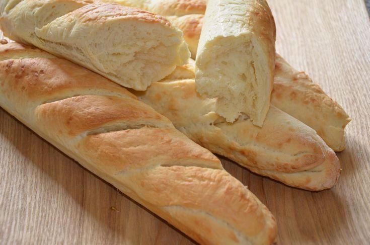 """Cette recette de baguettes viennoises est issue du livre de la collection Cooking chef """" Pains, brioches et autres recettes du boulanger"""". Quel bonheur de"""