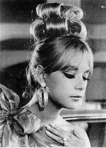 1960's Hair <3   I'm in love with 60's make up