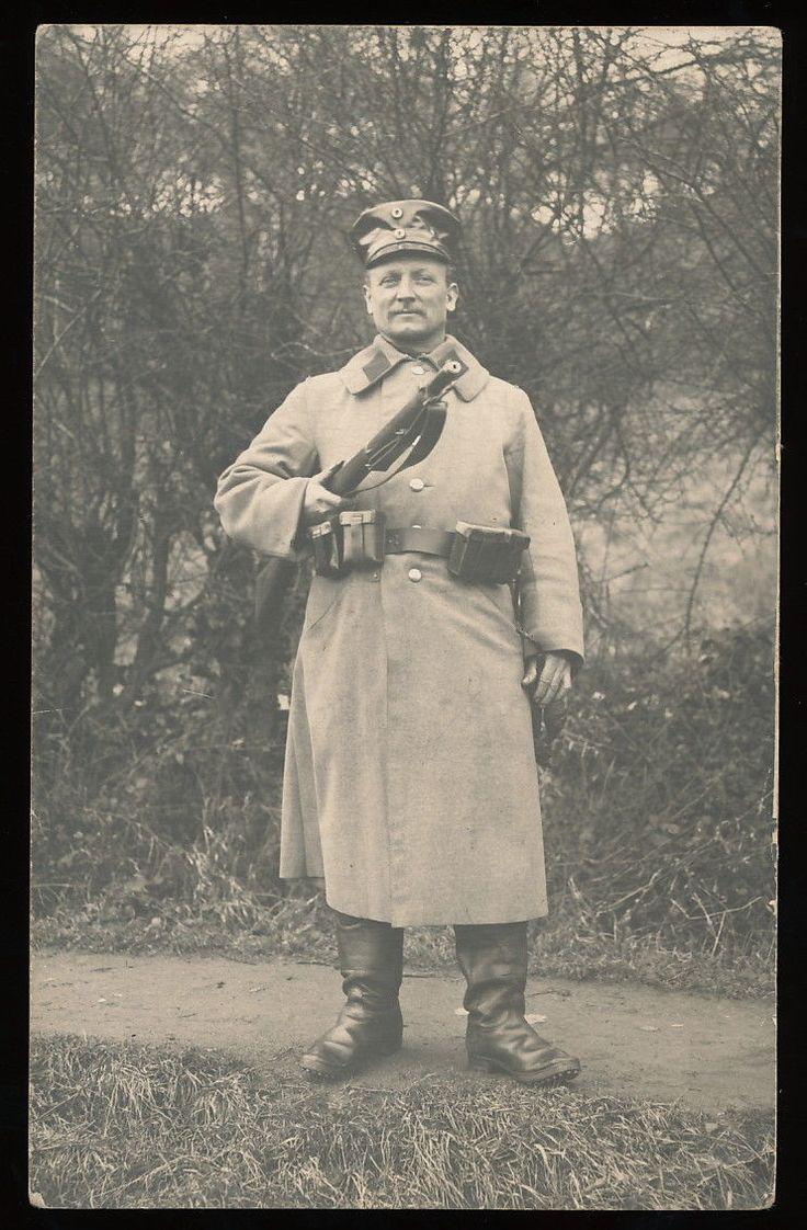 Foto-AK - Soldat Landwehr in Feldgrau mit Gewehr - 1.WK