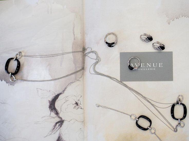 Украшения с ониксом на белом золоте  это классика ювелирного искусства! Этот утонченный и элегантный комплект #Damiani со вставками из черного оникса и белых бриллиантов великолепно  дополнит как вечерний наряд так и деловой костюм!  #jewellery #gold #diamonds #pendant #bracelet #ring #earrings #beauty #women #avenuevsco #vscogood #vscobaku #vscocam #vscobaku #vscoazerbaijan #instadaily #bakupeople #bakulife #instabaku #instaaz #azeripeople #aztagram #Baku #Azerbaijan