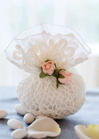Wedding favour bag. Free crochet pattern.