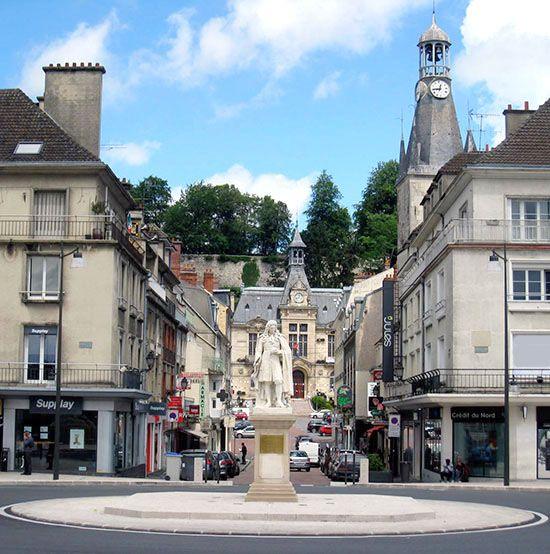 statue La Fontaine centre ville