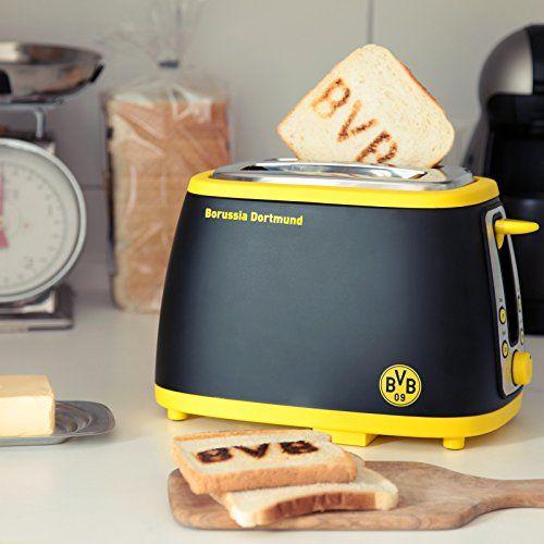 """Der BVB Fußballer Toaster für echte Dortmund-Fans. Röstet das BVB Logo in deinen Guten-Morgen Toast. Sobald der Toast fertig ist, ertönt die Fan-Hymne """"Borussia!"""". Stadionfeeling für den perfekten Start in den Tag."""