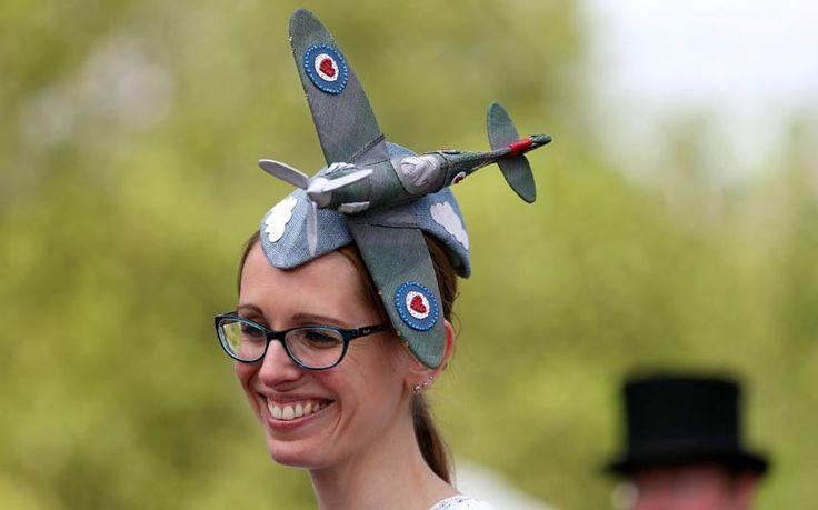 Είναι τρελοί αυτοί οι Αγγλοι! Τα πλέον ανεκδιήγητα καπέλα παρελαύνουν στο Άσκοτ