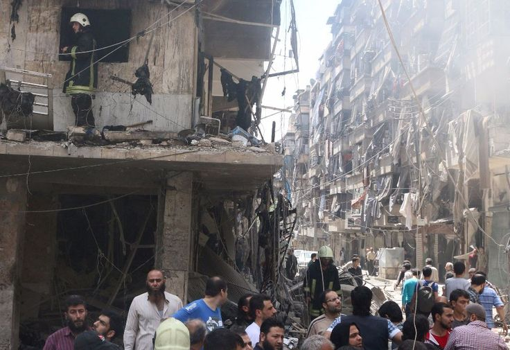 KIBLAT.NET – Setelah gencatan senjata dua bulan sejak 27 Februari lalu runtuh, Aleppo kembali menjadi medan perang utama dalam serangan yang menghancurkan Suriah. Lebih dari 200 orang telah tewas dalam sembilan hari terakhir serangan udara dan penembakan di wilayah yang diperebutkan. Sejarah Sebagai kota terbesar kedua dan pusat komersial, Aleppo adalah persimpangan jalan peradaban selama …