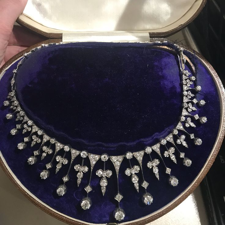 Another picture of this stunning Antique diamond n…