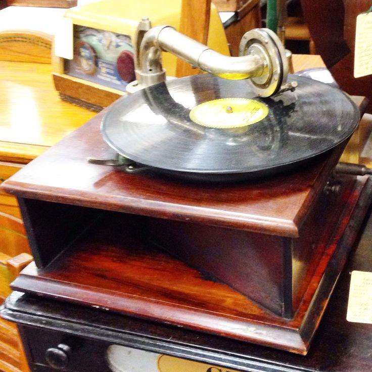 Best 25 antique record player ideas on pinterest vinyl - Vintage antiques roadshow ...