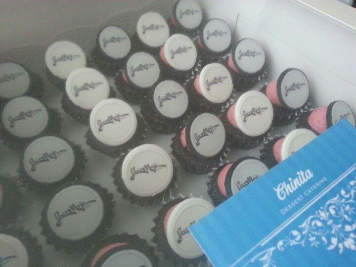 Locomojo Dance xmas party cupcakes. Www.facebook.com/chinitadesserts