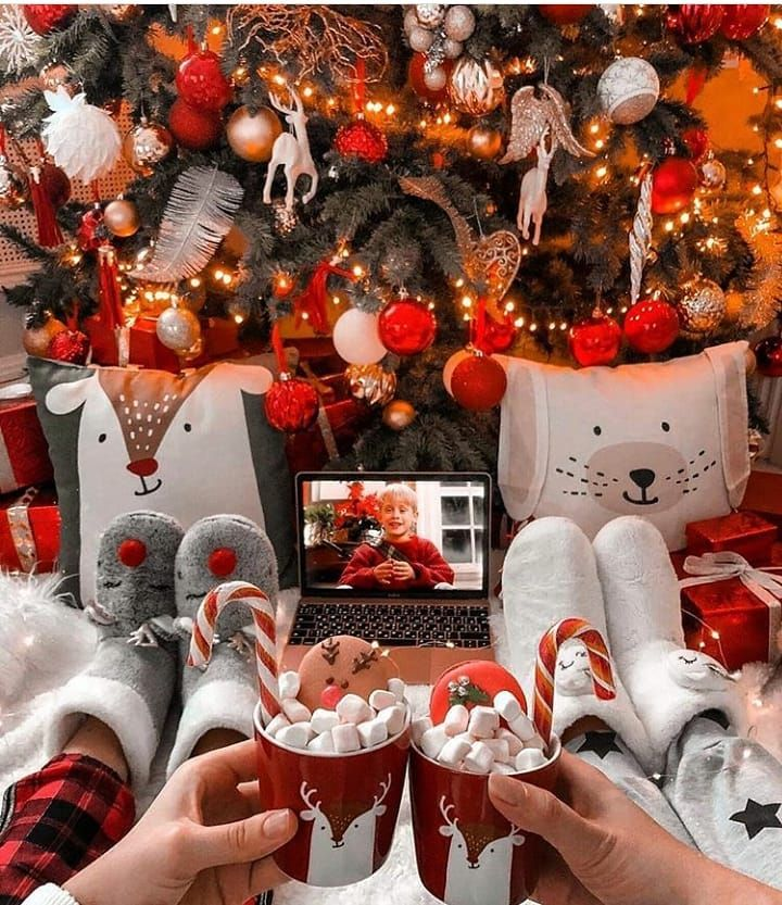 Christmas Aesthetic 15 Couples Show The Love Moment Ibaz Christmas Tree Decorations Christmas Aesthetic Christmas Tree