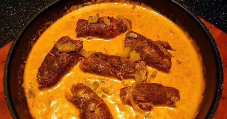 Detta är en riktig festrätt. Kan göras i god tid och bara värmas upp vid servering. Servera med kokt potatis och inlagd gurka. 4 pers...