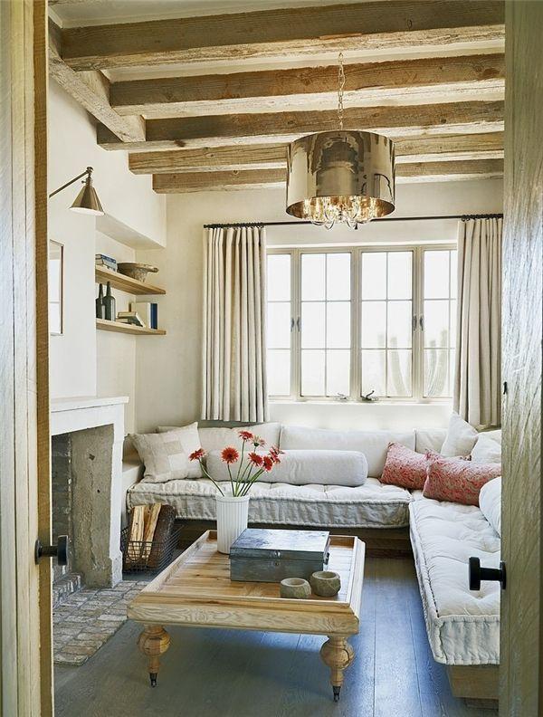 Cuartito de estar, techo vigas de madera