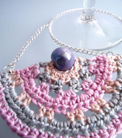 Álom horgolt nyaklánc, Ékszer, óra, Nyaklánc, Álomszínek ihlették ezt a csodás nyakláncot, melynek közepét különleges pink fényű kék k..., Meska