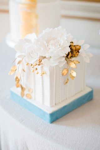 30 Incredibly Beautiful Gold Wedding Cakes   You & Your Wedding