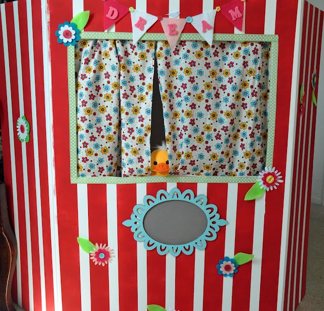 This puppet theater is made out of a tri-fold board. So simple yet the effect is awesome!! Great tutorial!