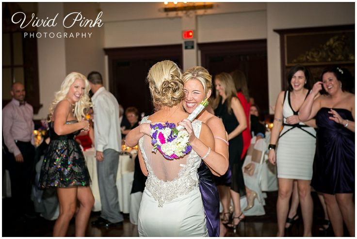 Beautiful wedding pictures, bouquet toss, Fort Lauderdale Weddings, Wedding Photography in South Florida, Signature Grand Weddings