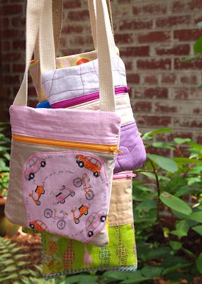 Front Zip Pouches with Shoulder Straps || Plum And JuneFront Zip, Shoulder Bags, Crafts Ideas, Bags Tutorials, Kids Bags, Zippers Pouch Tutorials, Shoulder Straps, Sewing Machine, Zip Pouch