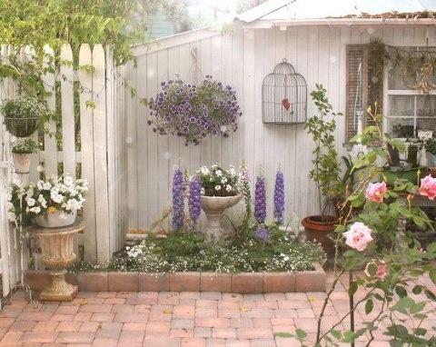 Shabby chic garden area