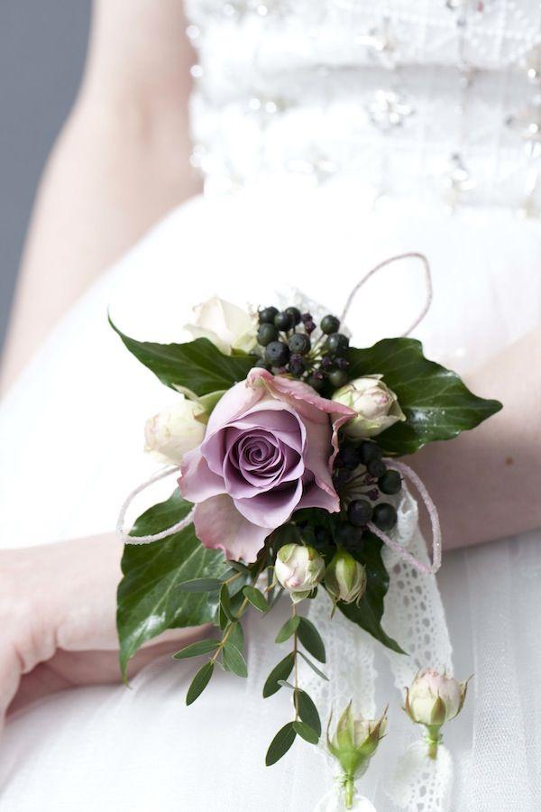 DIY-flower-wrist-corsage