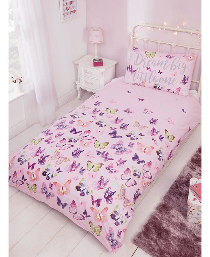 This Flitter Flutter Butterfly Single Duvet Cover and Pillowcase Set features pretty butterflies in pink, purple and green on a pink background. Free UK delivery available
