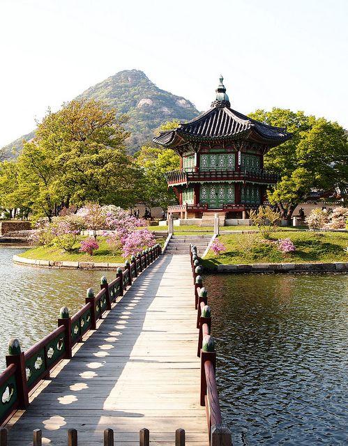 Garden inside Gyeongbok Palace, Seoul, South Korea.