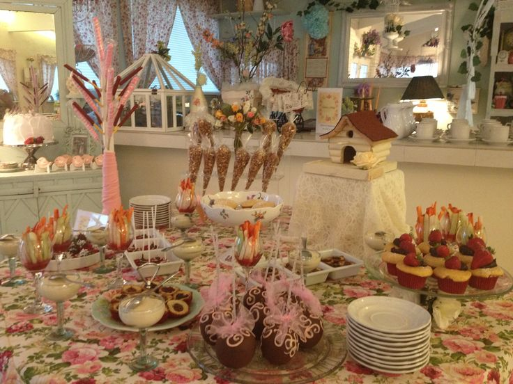 25 best mesa de postres images on pinterest dessert tables candy stations and candy buffet - Mesa shabby chic ...