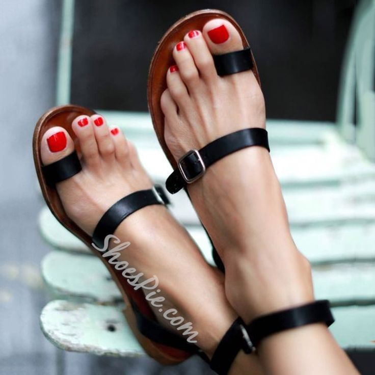 Black Clip Toe Strappy Buckles Flat Roman Sandals