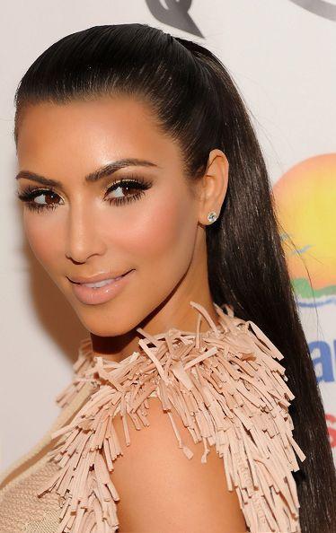 Casi todos los looks de día de Kim Kardashian se pueden utilizar como inspiración para maquillaje de boda