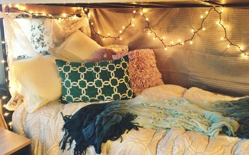 I just want my bed to be this cozy looking!