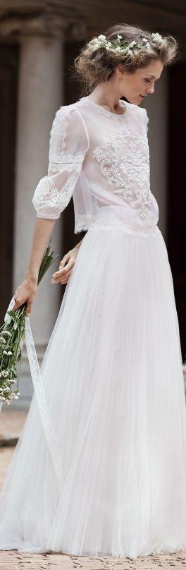 Precioso vestido romantico de inspiracion boho de Alberta Ferretti 2016 bridal http://ideasparatuboda.wix.com/planeatuboda