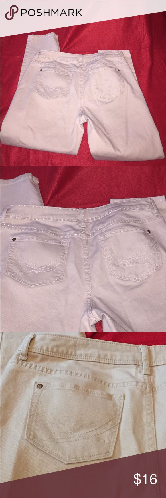 💥CLEARANCE💥Vera Wang Tan Skinny Jeans Soft material with limited wear. Vera Wang Pants Skinny