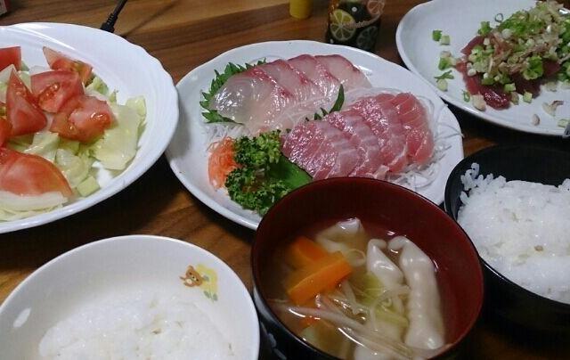 ボーナスのお祝い(*^^*) - 12件のもぐもぐ - かつお、かんぱち、とろ、餃子スープ、サラダ by mingy829
