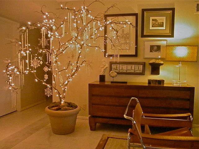Branch Christmas tree created by houzz.com user Macbeldesigngroup