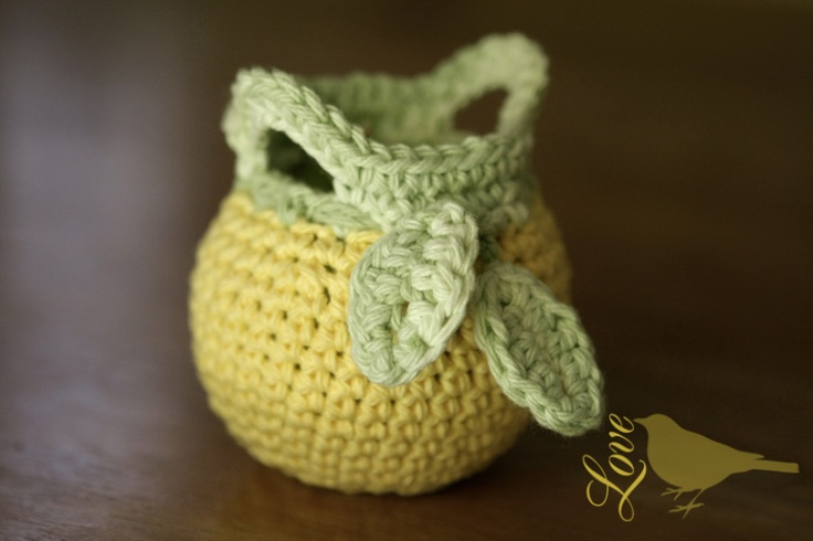 Love The Blue Bird: Cute apple cosy from free pattern here: http://www.michaels.com/Fruit-Cozy-(to-Crochet)/30423,default,pd.html
