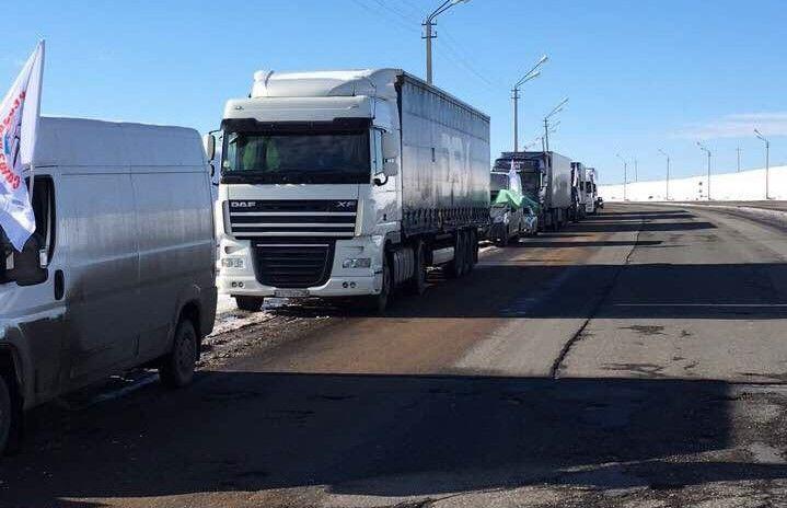 Дальнобойщики  устроили акцию против «Платона» на Можгинском тракте https://mozlife.ru/stati/society/-dalnoboischiki-ustroili-akciyu-protiv-p.html  Сегодня, в понедельник, 27 марта на обочине Можгинского тракта выстроились с лозунгами в ряд 10 грузовиков и 10 легковых автомобилей. Их водители таким образом поддержали всероссийскую забастовку дальнобойщиков против системы «Платон».