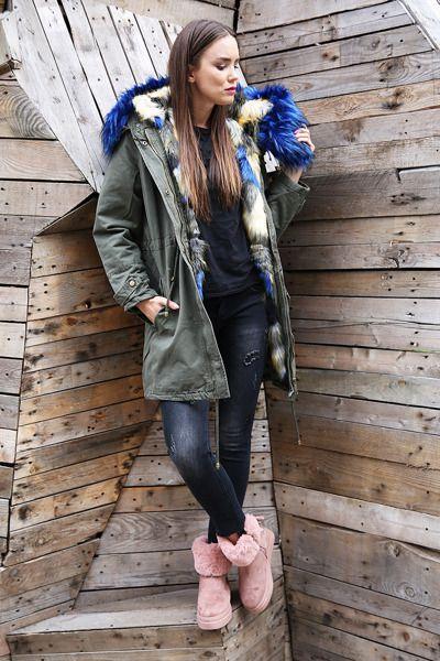Gorgeos fake fur #winter #winterjacket #wintercoat #fur #fakefur #bluefur #pinkshoes #jeans #girl #model