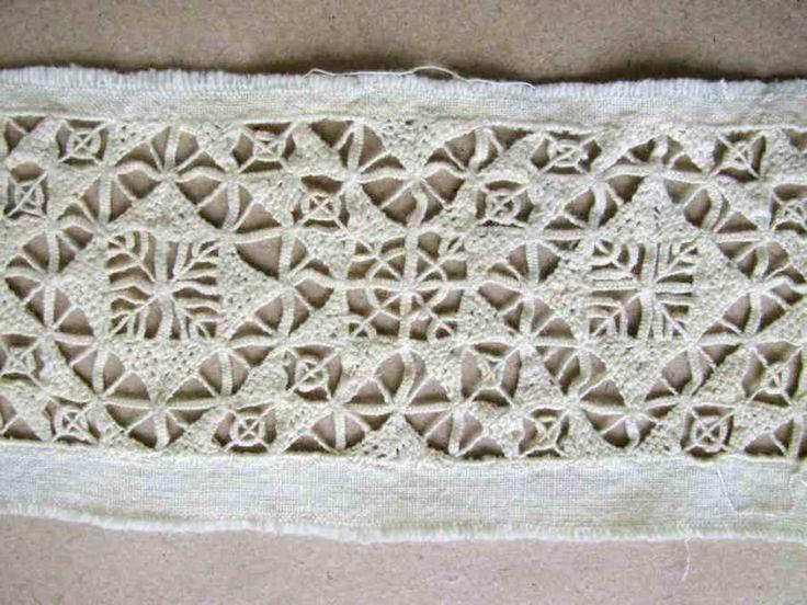 Head-band pattern, hand embroidery. Western Slovakia, 19th century. Depositary ÚĽUV. Photo O. Danglová // Gatrový vzor. Západné Slovensko, 19. storočie. Depozitár ÚĽUV. Foto O. Danglová