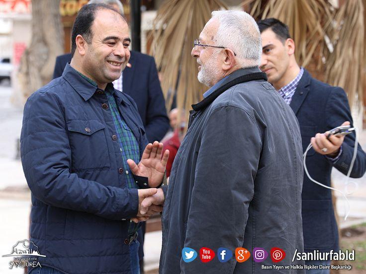 Başkan Nihat Çiftçi, tarihi çarşılar bölgesindeki esnaf ve vatandaşlara Halk oylamasının değişen maddeleri hakkında bilgi verdi.