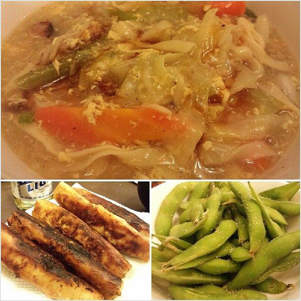 #lomi #lumpia #shanghai and #edamame for #dinner #yummy #food #noodle #philippines #フィリピン のとろとろ#五目ラーメン #揚げ春巻き #枝豆 #晩ごはん