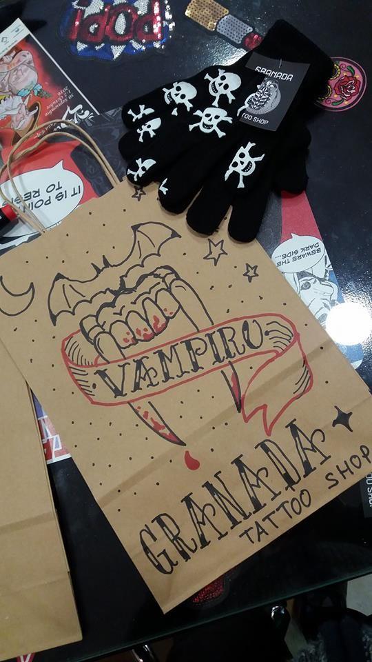 Historia de amor eterno... | #Bolsas_Personalizadas #Granada #Granada_Tattoo_Shop #GranadaTattoo #Tattoo #Tattoo_Artist #Tattoos #Vampiros